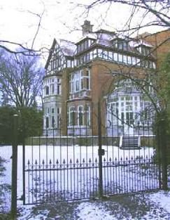 Villa Pinehurst Manor in the snow - seen from the main gate